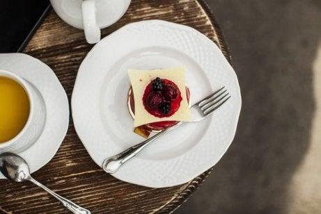 Mousse met aardbeien en amandelmelk