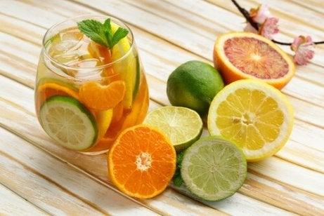Water met citrusfruit