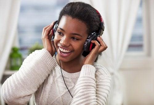 Naar muziek luisterenom je geheugen te verbeteren