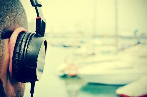 Muziek luisteren via hoofdtelefoon