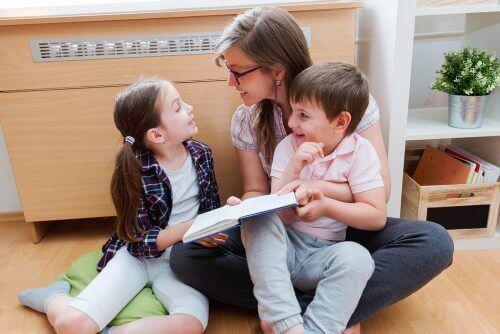 moeder en kinderen lezen
