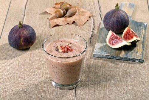 Deze smoothie met vijgen is een van de vele magnesiumrijke smoothies
