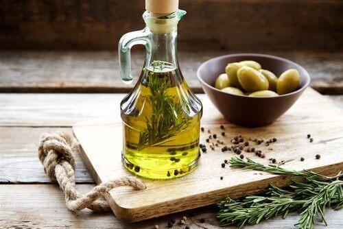 Olijfolie is een van de voedingsmiddelen die goed zijn voor de lever