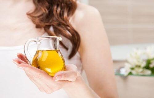 Olijfolie is een van de thuisremedies voor hoofdpijn