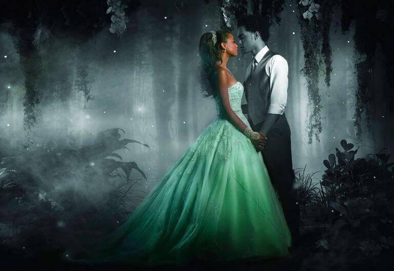 Man en vrouw in sprookjesbos