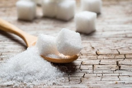 Geraffineerde suiker kun je beter vermijden bij vochtretentie