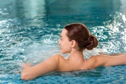 Zwemmen om lage rugklachten te verlichten