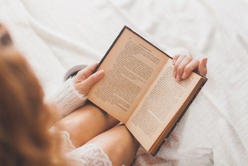 Schimmelbestrijding in boeken met maïzena