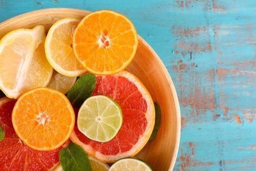 Vaginale geurtjes voorkomen met citrusvruchten