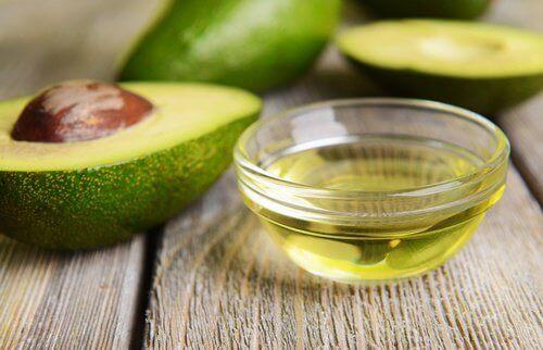 Gedefinieerde krullen met avocado en vitamine E