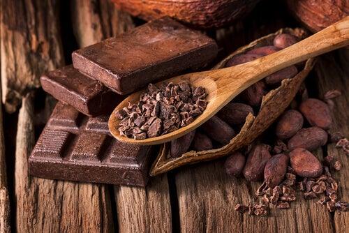 Cacaopoeder voor een energierijk ontbijt zonder zuivel, bloem en suiker