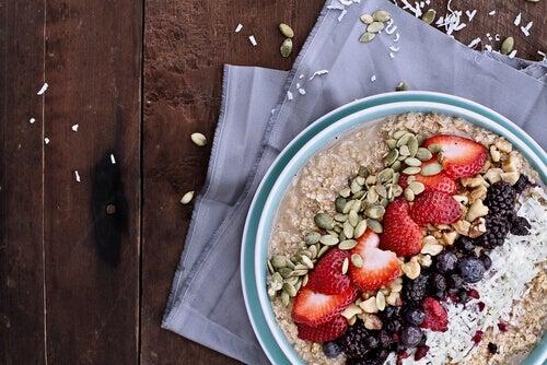 Haver en zaden voor een energierijk ontbijt zonder zuivel, bloem en suiker