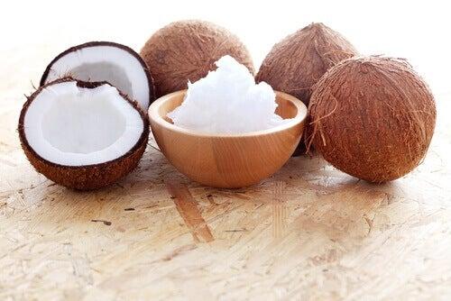 Gedefinieerde krullen met kokosolie