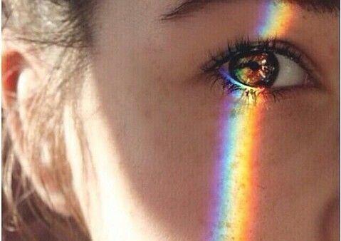 Oog waar een weerspiegeling van licht in te zien is
