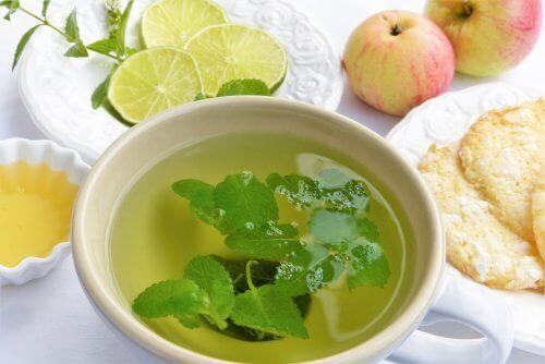 Zes fantastische soorten thee om je lichaam te ontgiften