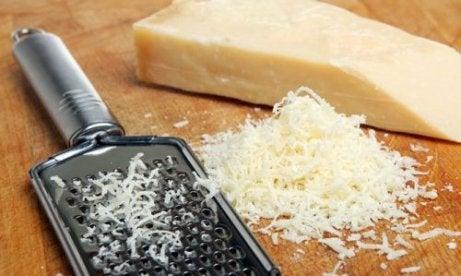 Meer proteïne binnenkrijgen door Parmezaanse kaas te eten
