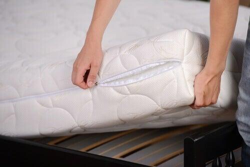 leer eenvoudig je matras en kussens schoonmaken en reinigen