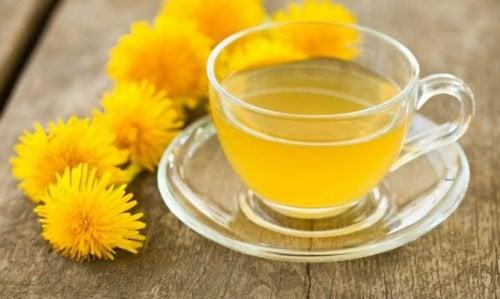 Paardenbloemthee is een van de soorten thee om je lichaam te ontgiften