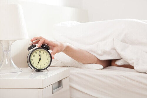 Nog even blijven liggen is een van de fouten die je 's ochtends maakt