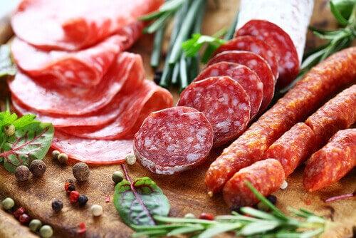 Vleeswaren zijn voedingsmiddelen die je bloeddruk verhogen