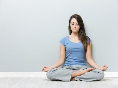 Lotushouding om nekpijn te bestrijden