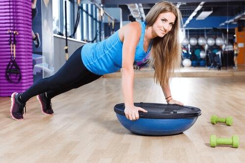 Buikspieroefeningen vervangen door push-ups