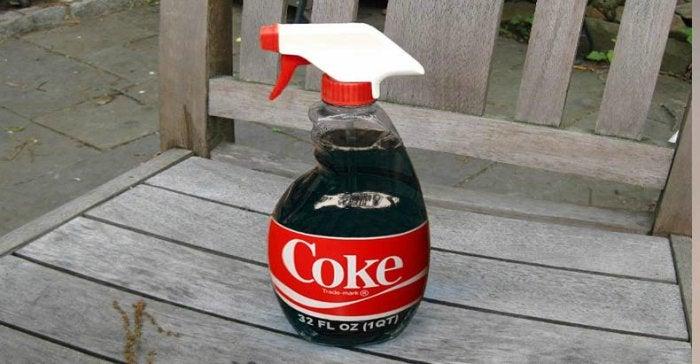 Coca-Cola als bestrijdingsmiddel voor je tuin