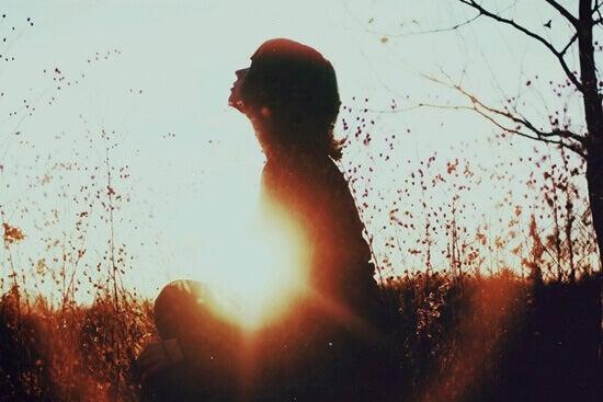 Eenzaamheid accepteren door jezelf weer uit te vinden