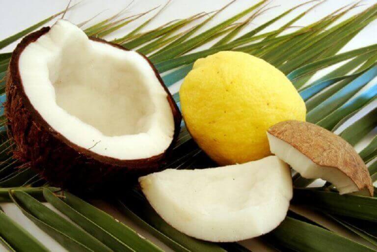 Kokosolie en citroen tegen dunner wordend haar
