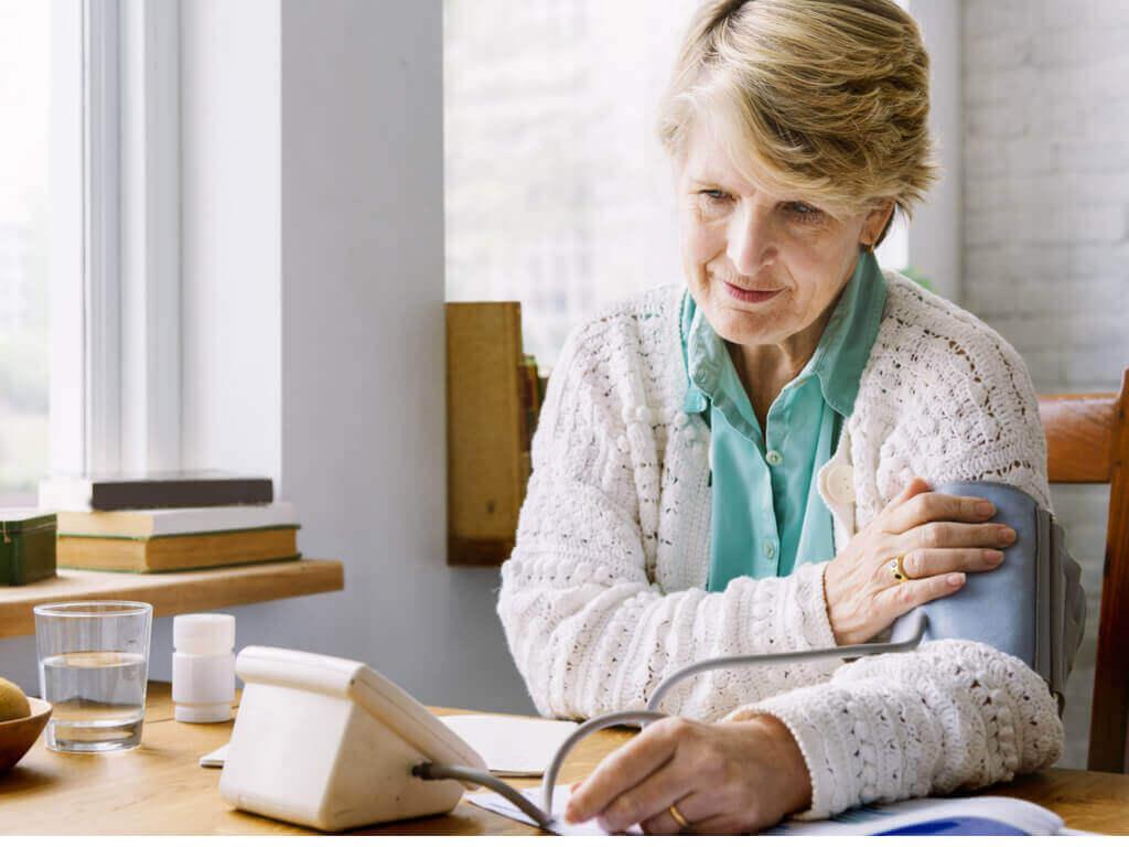 Probeer zo rustig mogelijk te zijn wanneer je thuis je bloeddruk meet