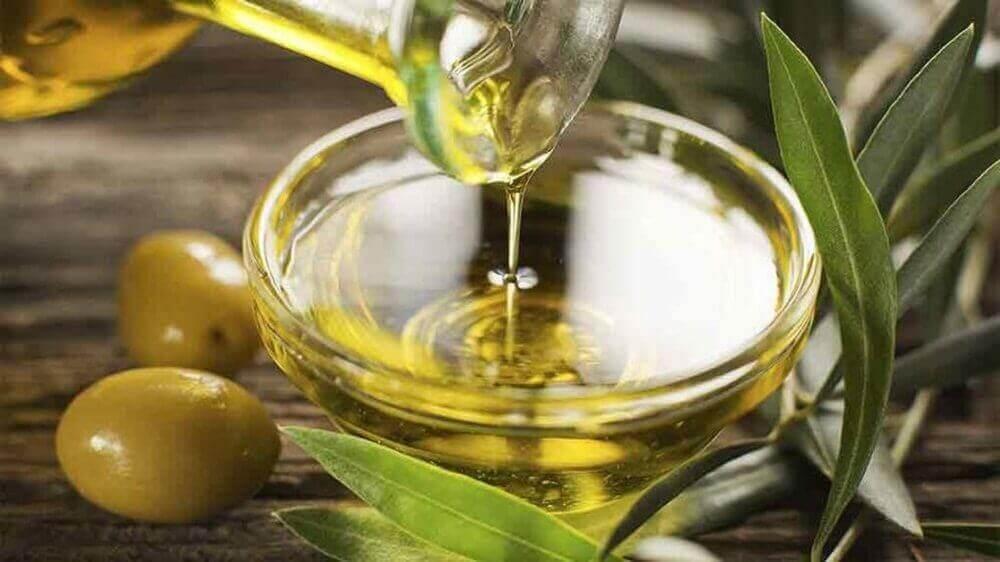 Verwen je huid met amandelolie en olijfolie