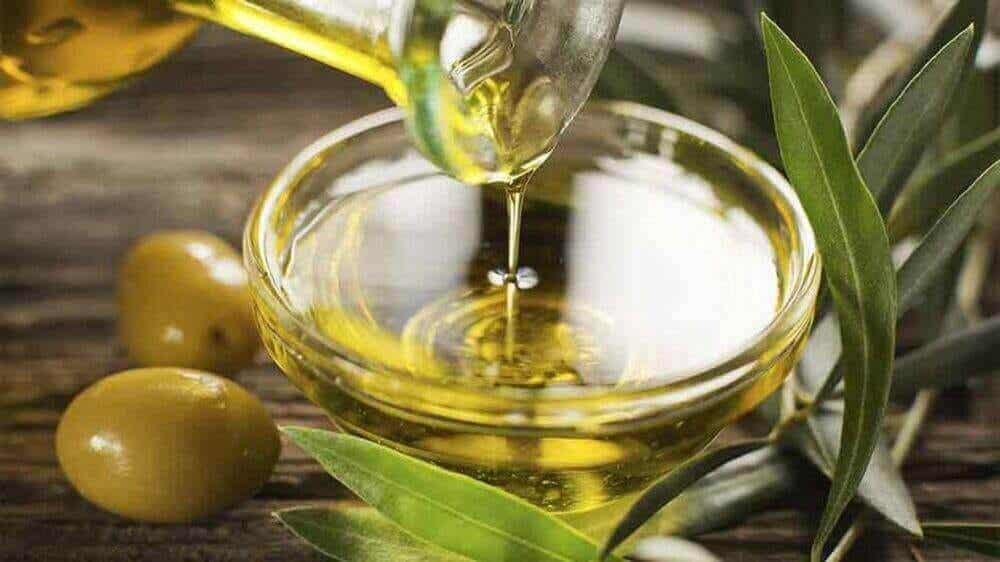 Mima tu piel con aceite de almendras y aceite de oliva