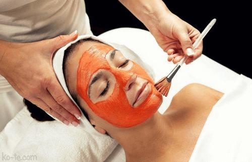 Schoonheidsbehandelingen met tomaat masker