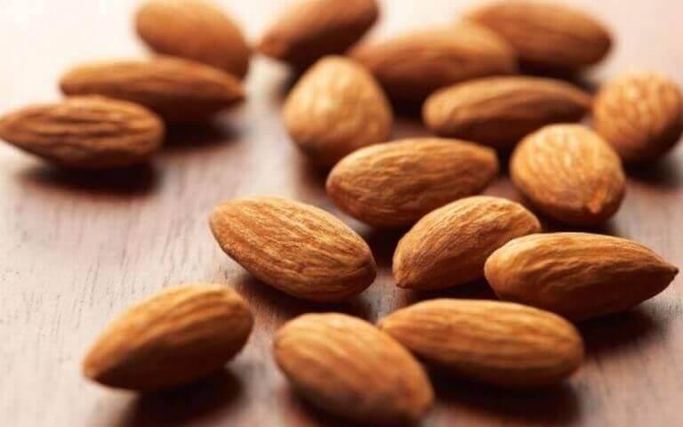 Je hersenen stimuleren en geheugen verbeteren met de vitamine B uit amandelen