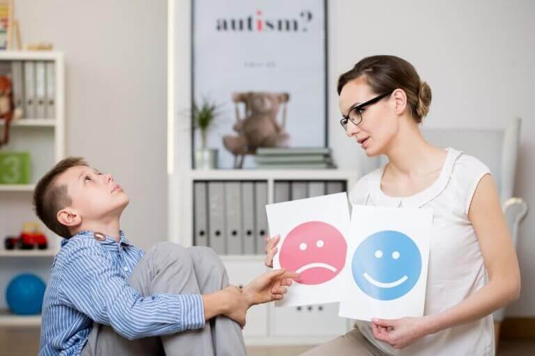 Jongetje dat last heeft van het syndroom van Asperger