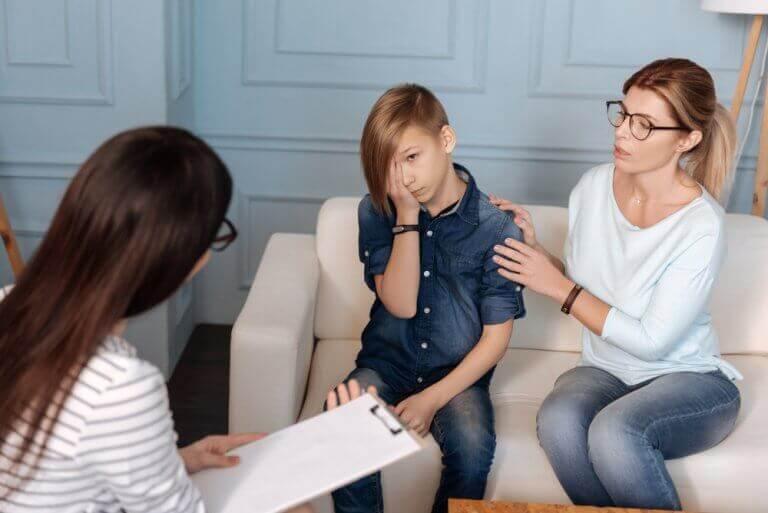 Jongetje dat psychopatische neigingen heeft en moet praten met een psycholoog