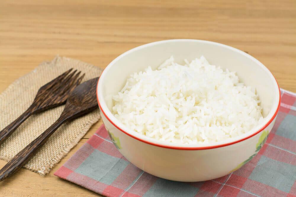 Kommetje rijst eten