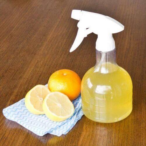 Glasreiniger met azijn en citrusvruchten