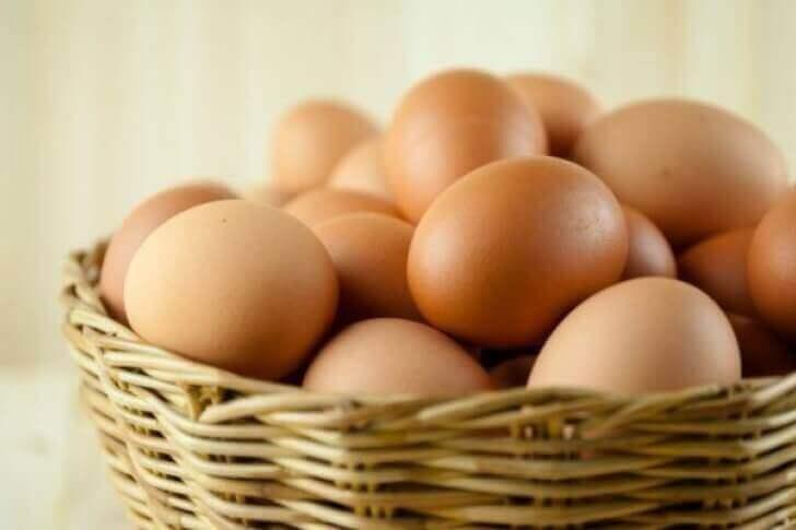 Een mandje eieren voor gezond bloed