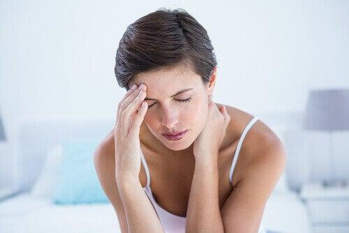 Vrouw die last heeft van migraine