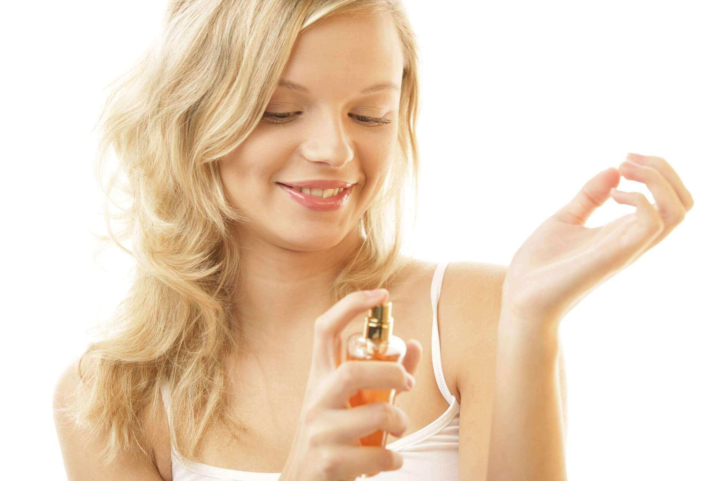Vaseline et gebruiken om parfum langer vast te houden