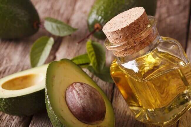 Avocadopit gebruiken en olijfolie om cellulitis te bestrijden