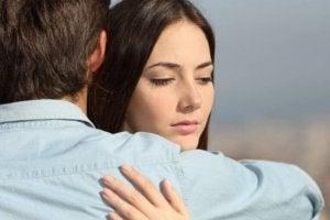 Blijf jij uit schuldgevoel, angst of medelijden in je relatie?