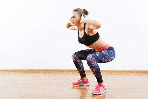Oefenreeks van vijftien minuten zijwaartse lunges