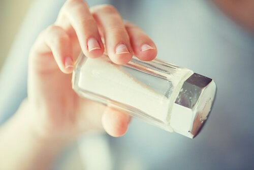 Symptomen van staar en de relatie met zout