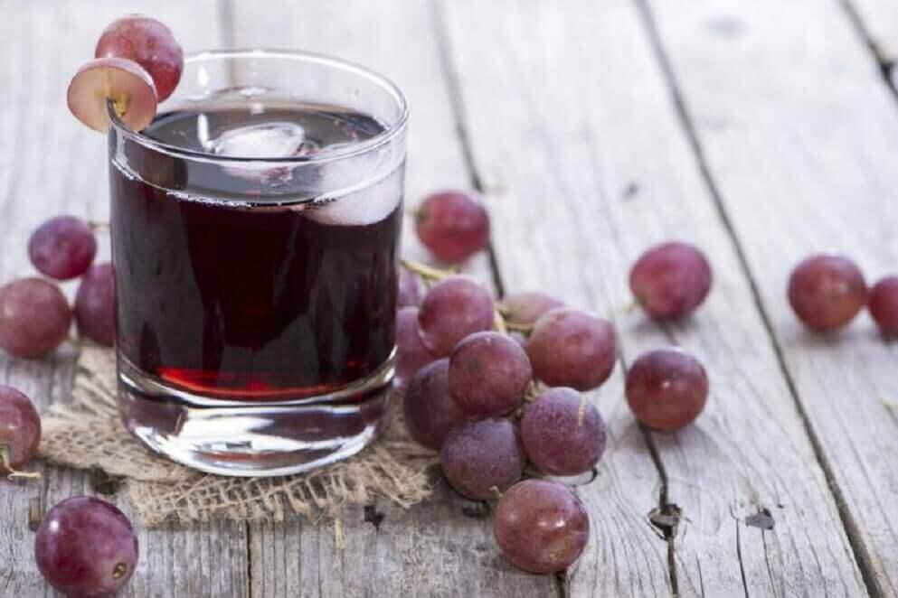 Natuurlijke dranken bij bloedarmoede van druiven en peterselie