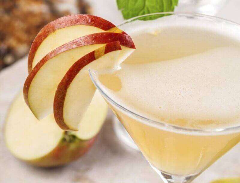 Een plattere buik door appelsap te drinken