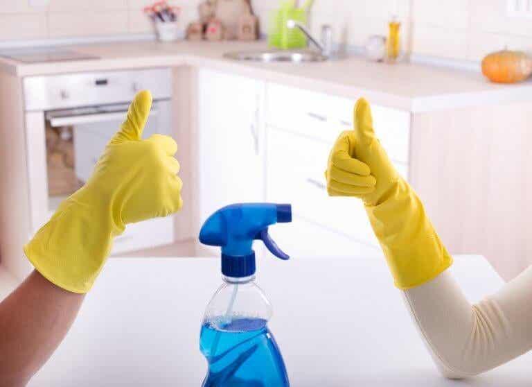 Het belang van het ontsmetten van de badkamer