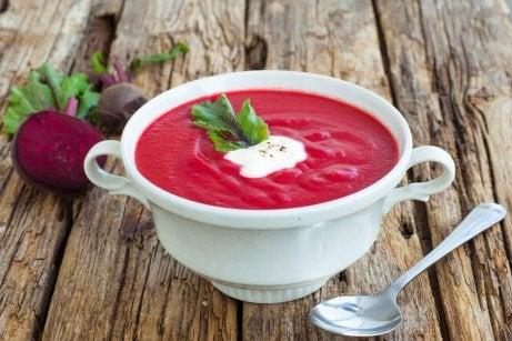 Heerlijke ontgiftende soepen met bieten