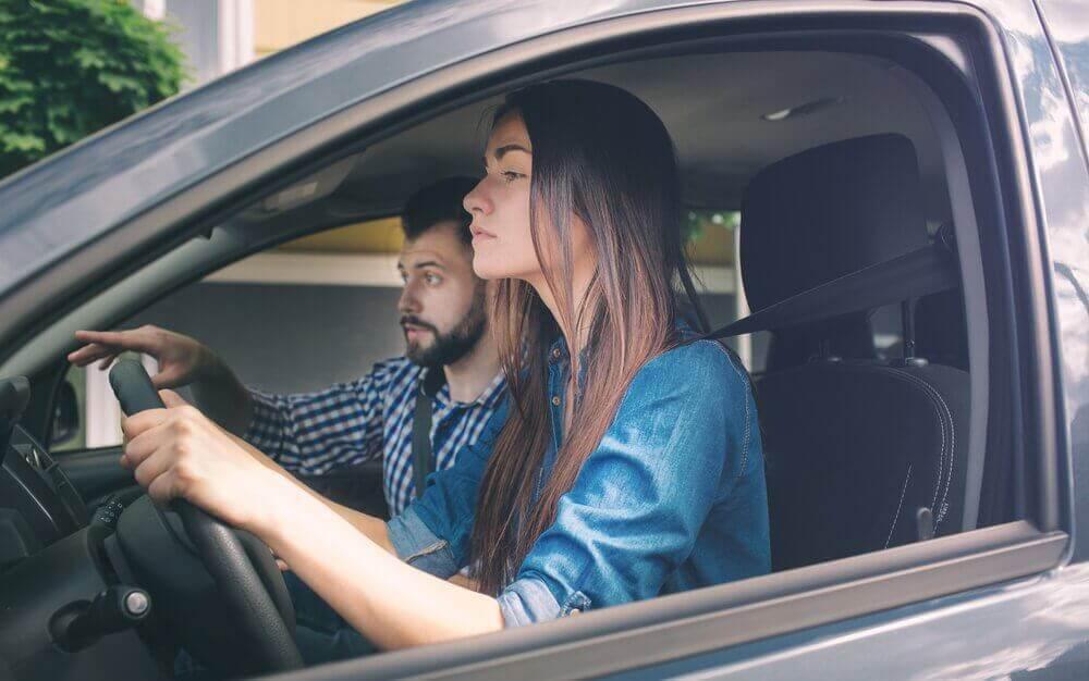 Gebruik positieve bekrachtigingen als je bang bent om auto te rijden